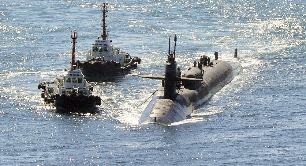 El submarino atómico estadounidense Michigan llega al puerto surcoreano de Busan el 13 de octubre