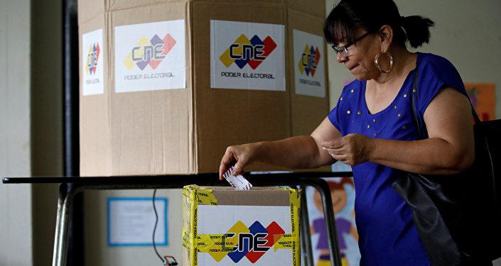 Tibisay Lucena: Hubo pequeños incidentes en los centros de votación