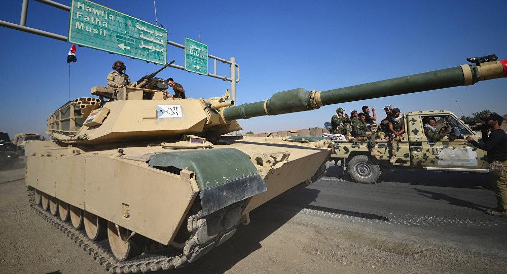 Un tanque iraquí avanza hacia Kirkuk