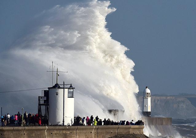 La tormenta Ofelia en la costa de Gran Bretaña
