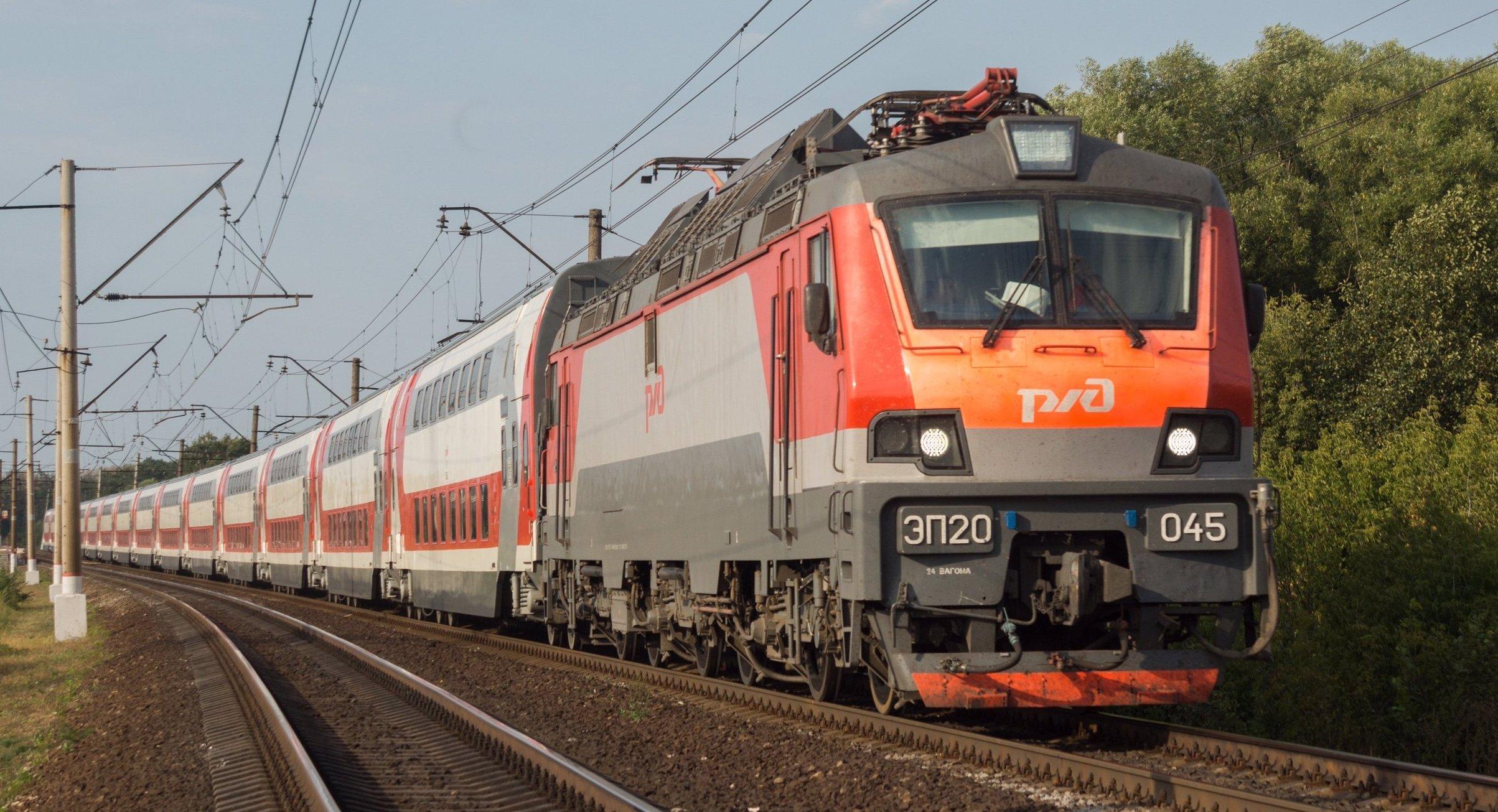 La locomotora eléctrica para los trenes de pasajeros EP20, adaptada para el uso de dos sistemas de electrificación ferroviaria