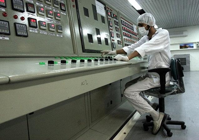 Un técnico en una planta nuclear en Irán (archivo)