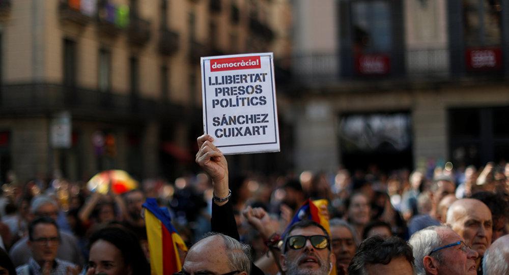Barcelona acoge concentraciones contra el encarcelamiento de independentistas Jordi Sànchez y Jordi Cuixart
