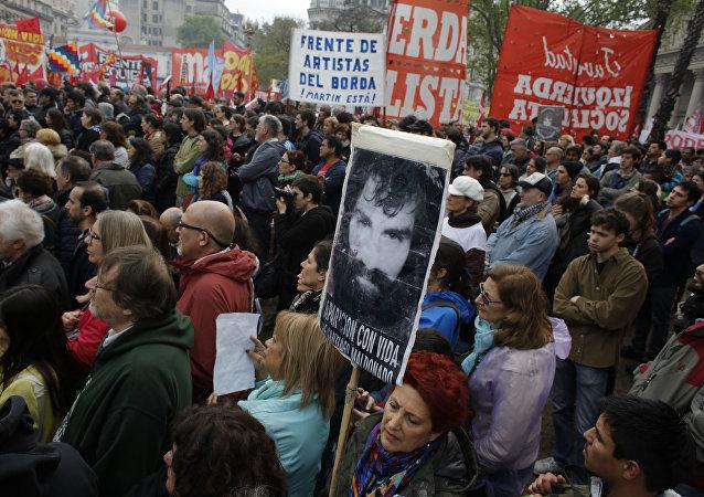 Protestas contra la desaparición del activista argentino Santiago Maldonado