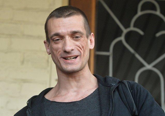 El artista ruso Piotr Pavlenski (archivo)