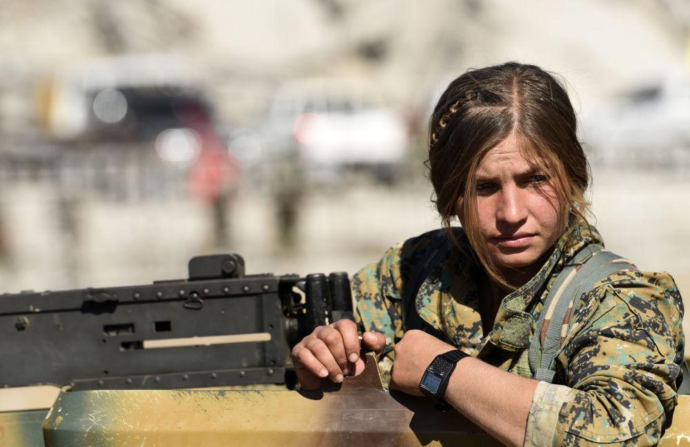 Así celebraron la liberación de Al Raqa las combatientes kurdas