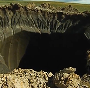 Dos enormes agujeros devoran la península de Yamal en Siberia
