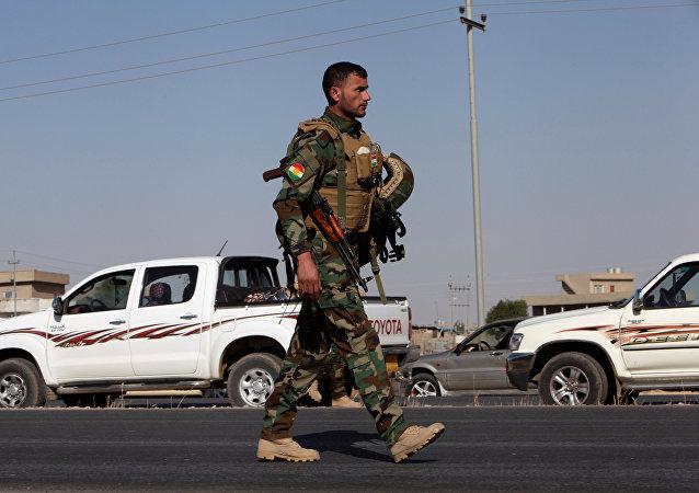 Un soldado peshmerga en la ciudad de Altun Kupri