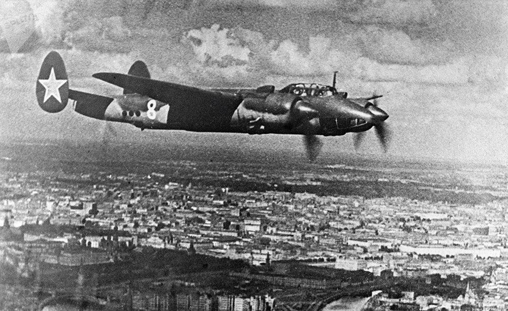 Copia de la foto del bombardero Tu-2 del archivo del Museo de las Fuerzas Aéreas en Mónino