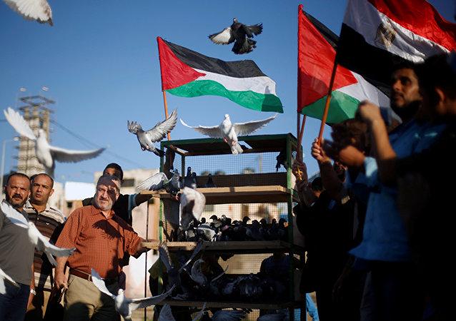 Los palestinos celebran la reconciliación entre Hamás y Al Fatah