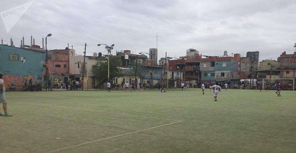 Una cancha de fútbol en la Villa 31