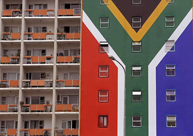 Una casa con la bandera de Sudáfrica (archivo)