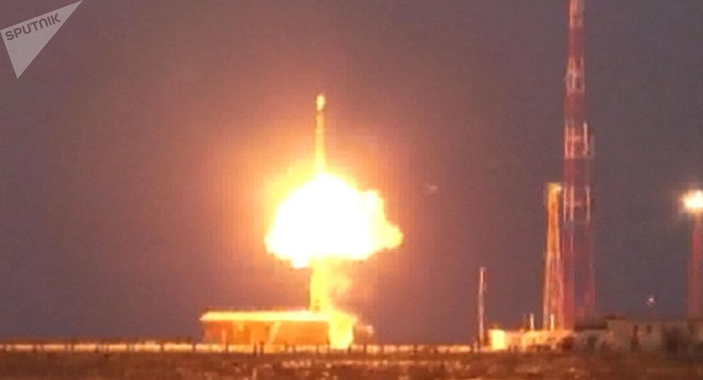 Putin dispara cuatro misiles balísticos en un entrenamiento militar