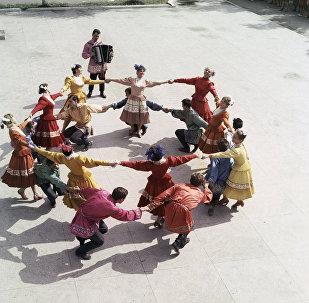Baile con trajes tradicionales de la región de Samara en 1968