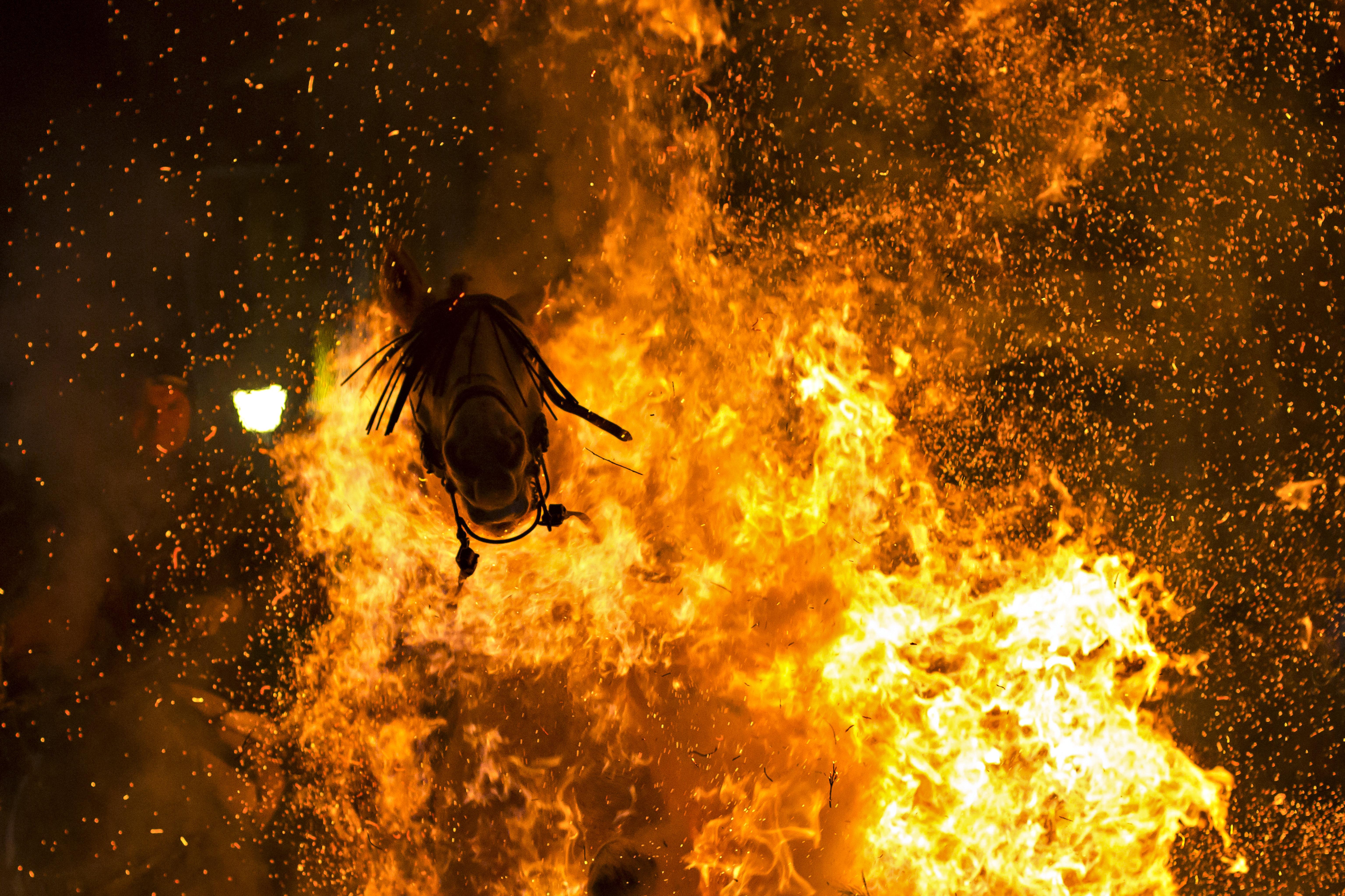 «Fuego purificante» de Víctor J. Blanco