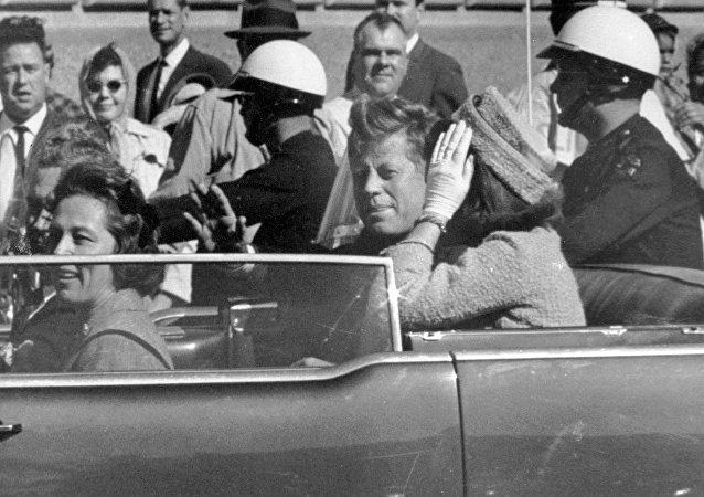 El 35 presidente de EEUU John F. Kennedy y la primera dama Jackie Kennedy (archivo)