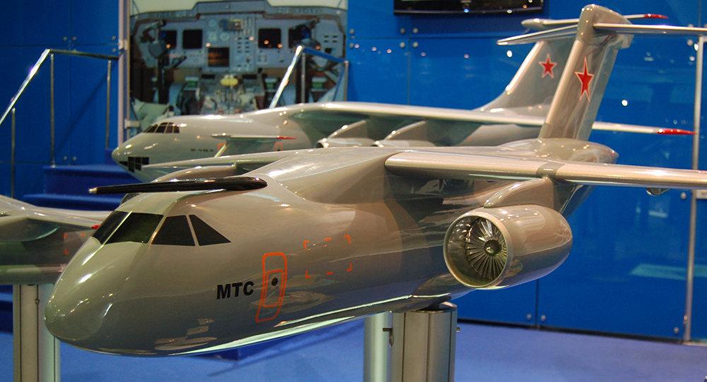 La maqueta del avión de transporte militar de clase media MTA, actualmente rebautizado Il-276