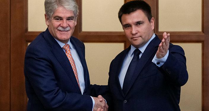 El ministro de Asuntos Exteriores de España, Alfonso Dastis, y su homólogo ucraniano, Pabló Klimkin
