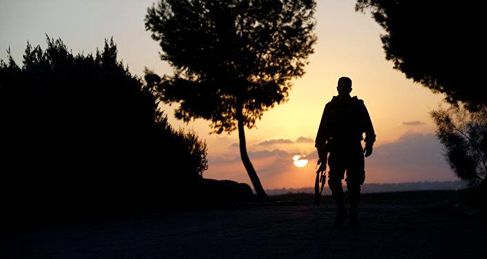 Soldado israelí cerca de la frontera con la Franja de Gaza