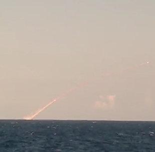El submarino Veliki Novgorod lanza misiles Kalibr contra los terroristas en Siria