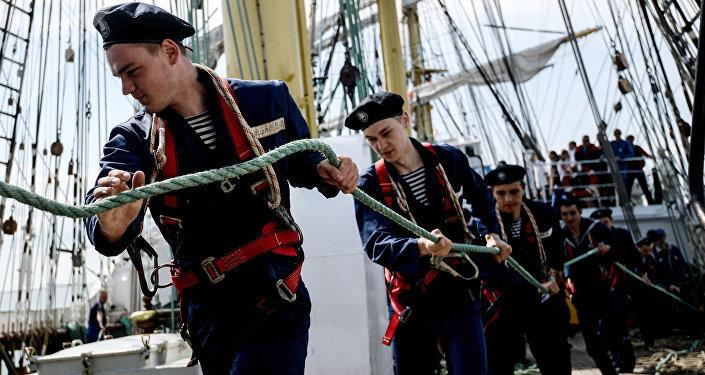 Jóvenes marineros rusos en el velero Kruzenshtern