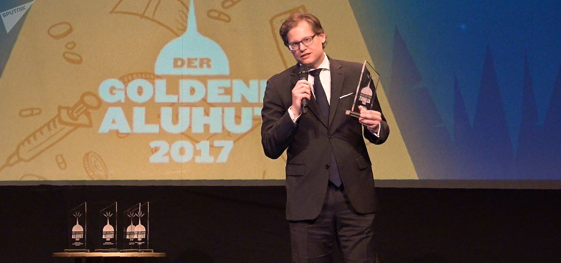 El periodista alemán Martin Lejeune durante la entrega de premios al gorro de papel de aluminio dorado de 2017