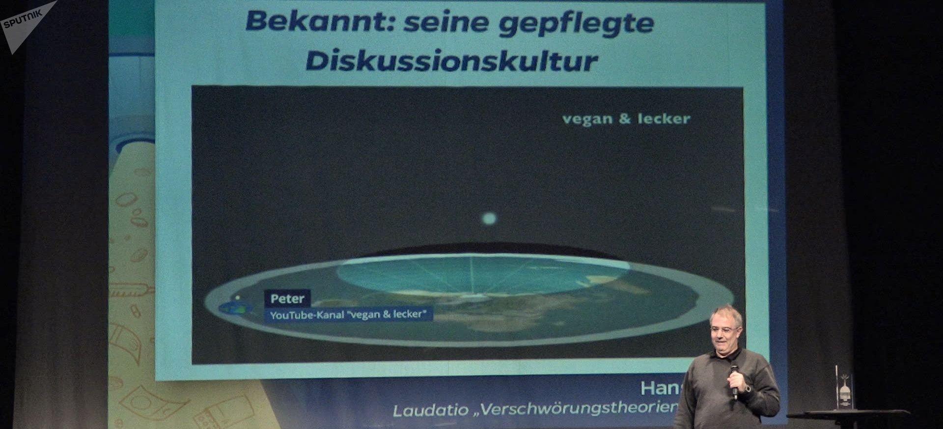 Peter, del canal de YouTube 'Vegan & Lecker', explica por qué la Tierra es plana
