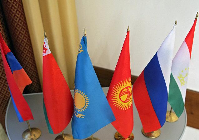 Banderas de los países miembros de la CEI