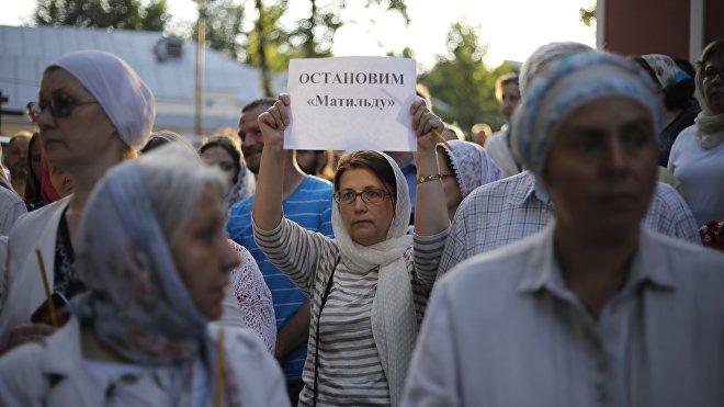 Fieles ortodoxos protestan pacíficamente contra el estreno de la película 'Matilda' en Moscú, el 1 de agosto de 2017