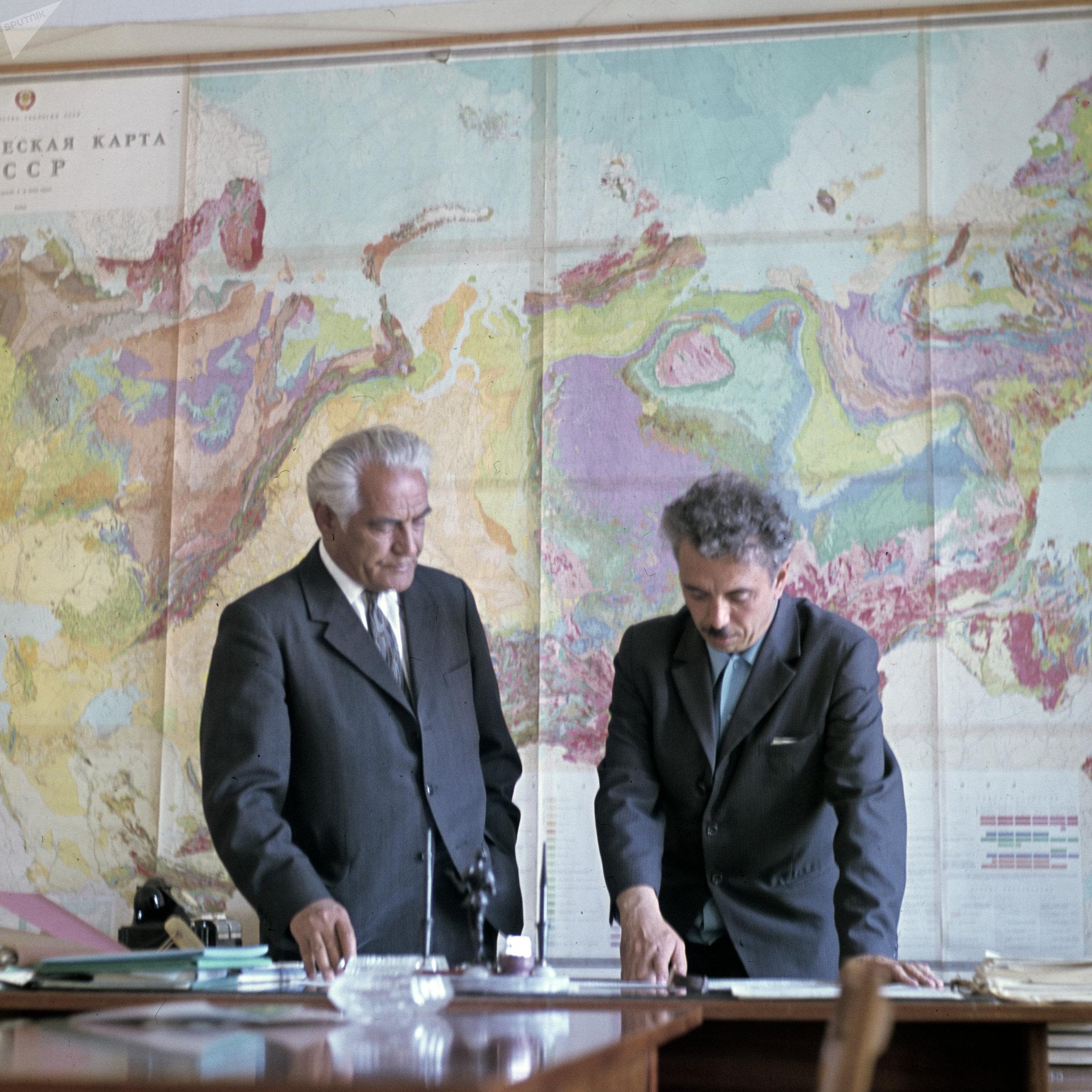Yuri Ervie y Farman Salmanov, los científicos que descubrieron petróleo en Tiumen
