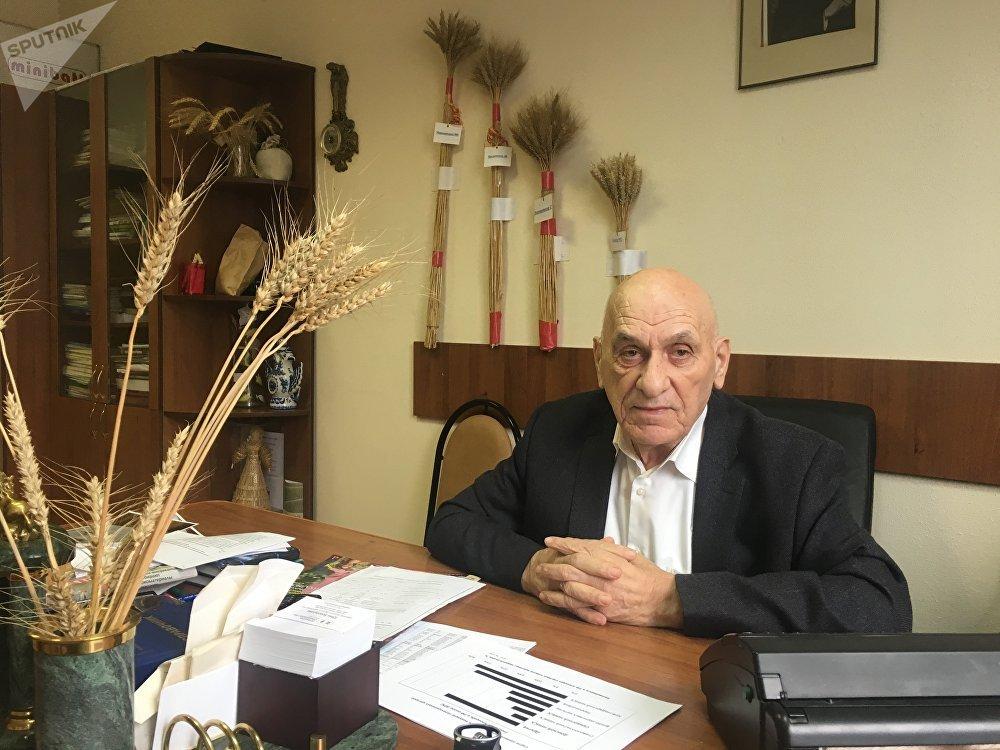 Bagrat Sandujadze, ingeniero agrónomo