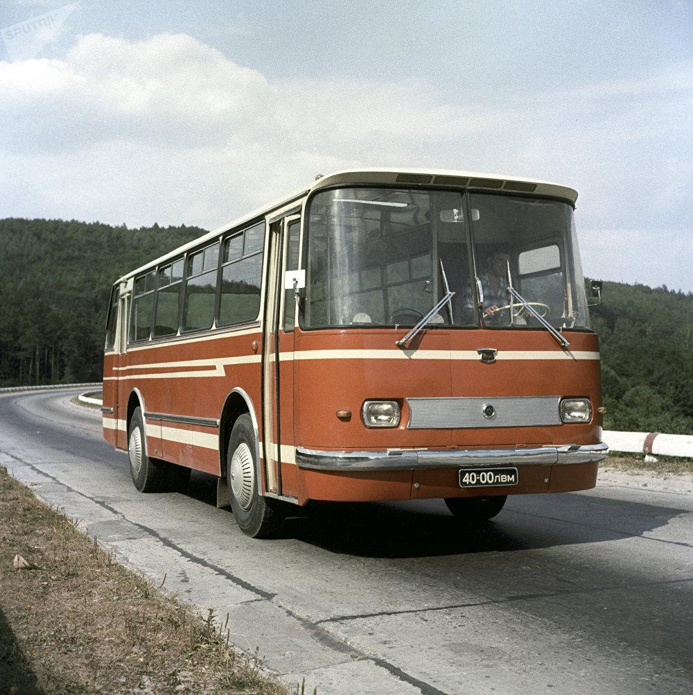 LAZ-695 H