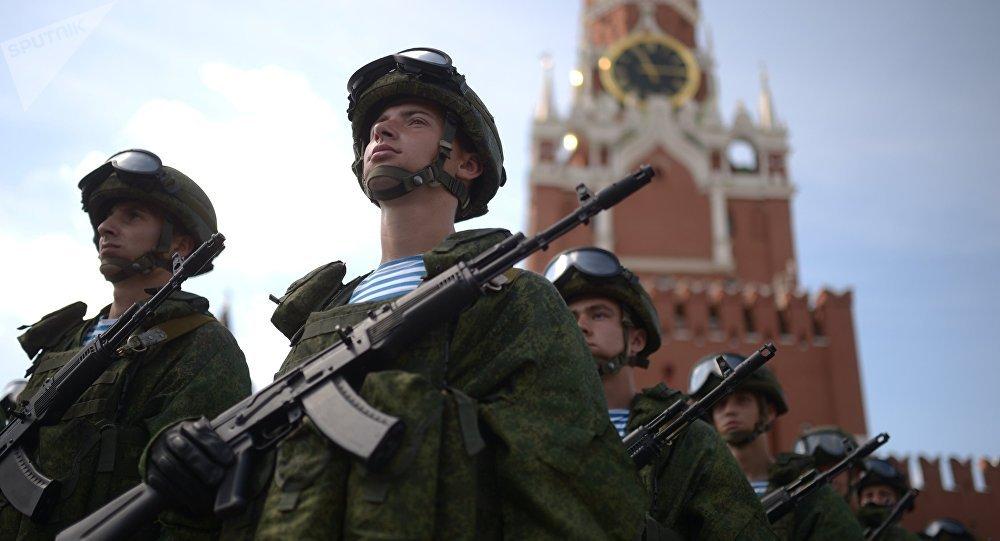 Soldados rusos en la Plaza Roja