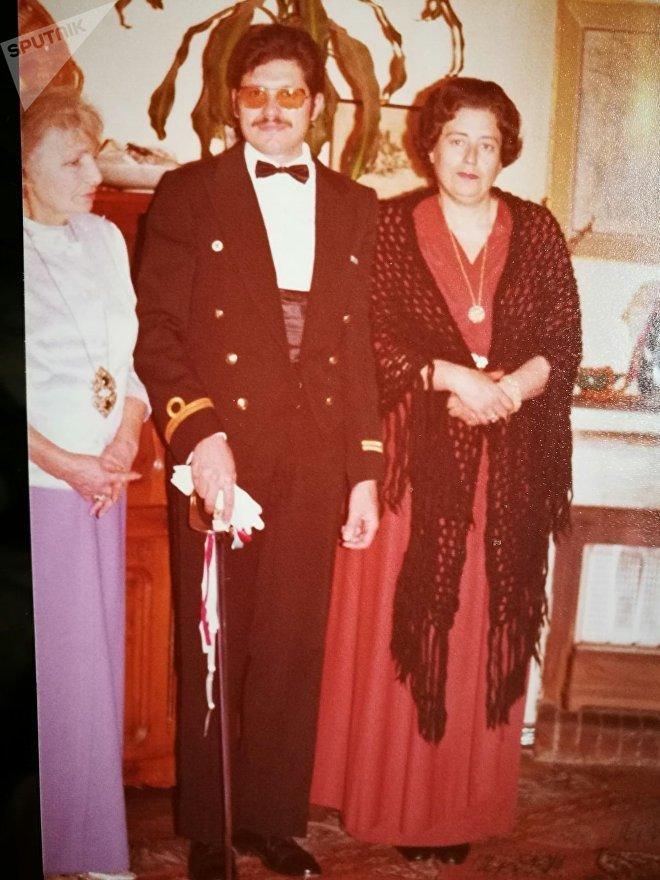 Luis Augusto Frappola (centro). Izquierda Dussia y derecha, su madre