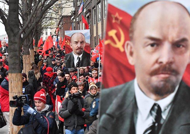 La Marcha de los Comunistas en Moscú con motivo del centenario de la Revolución de Octubre