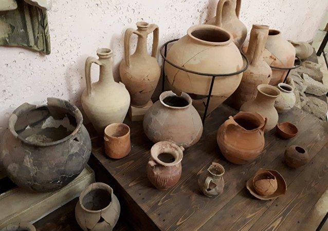 Instrumentos utilizados en las terapias con barro en la Antigüedad (archivo)