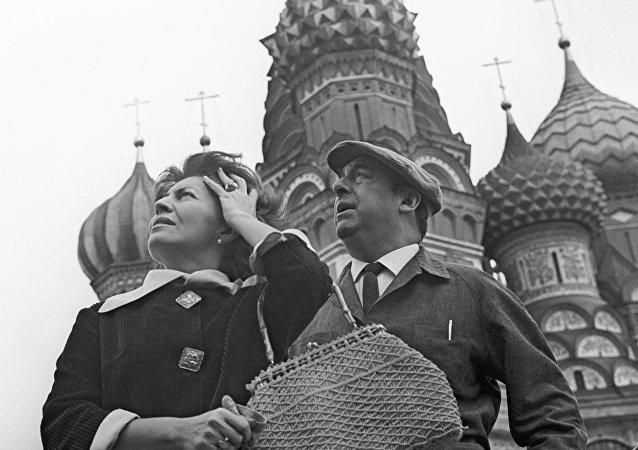 Pablo Neruda y su esposa Matilde Urrutia en Moscú en 1962.