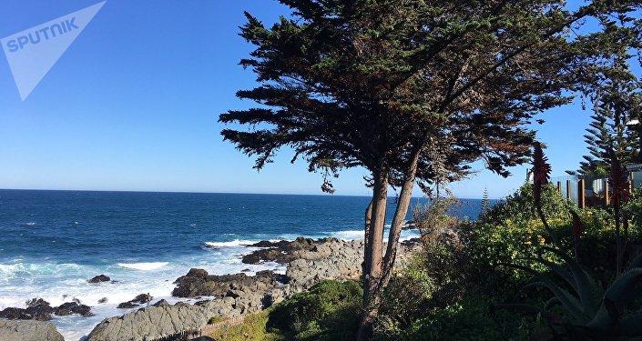 La vista del océano Pacífico desde la casa de Pablo Neruda en Isla Negra, Chile