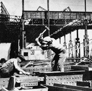 La construcción de la planta de automóviles de Nizhni Nóvgorod en la URSS en los años 30 (archivo)