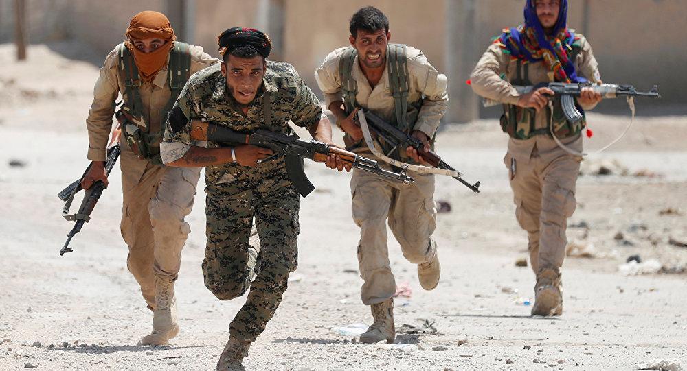 Combatientes de las Unidades kurdas de Protección Popular (YPG)