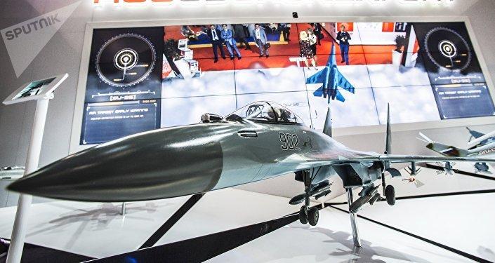 El modelo del caza ruso Su-35 en un mostrador de 'Rosoboronexport'