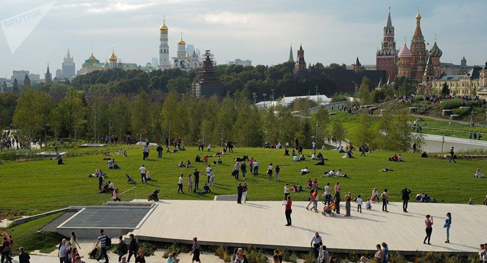 Parque Zariadie en el centro de Moscú