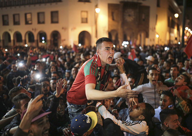 Los marruecos celebran la victoria de la selección marroquí