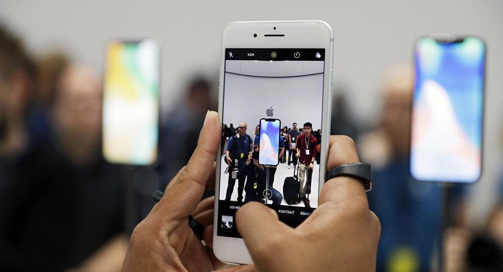 En 2018, dos iPhone con display OLED y uno con LCD
