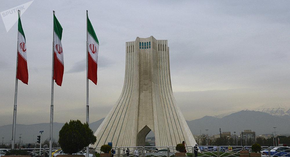 Banderas de Irán en Teherán, la capital