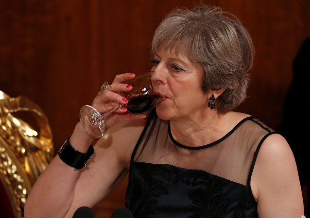 Theresa May bebe un brindis en el Banquete del Lord Mayor en el Guildhall, en Londres