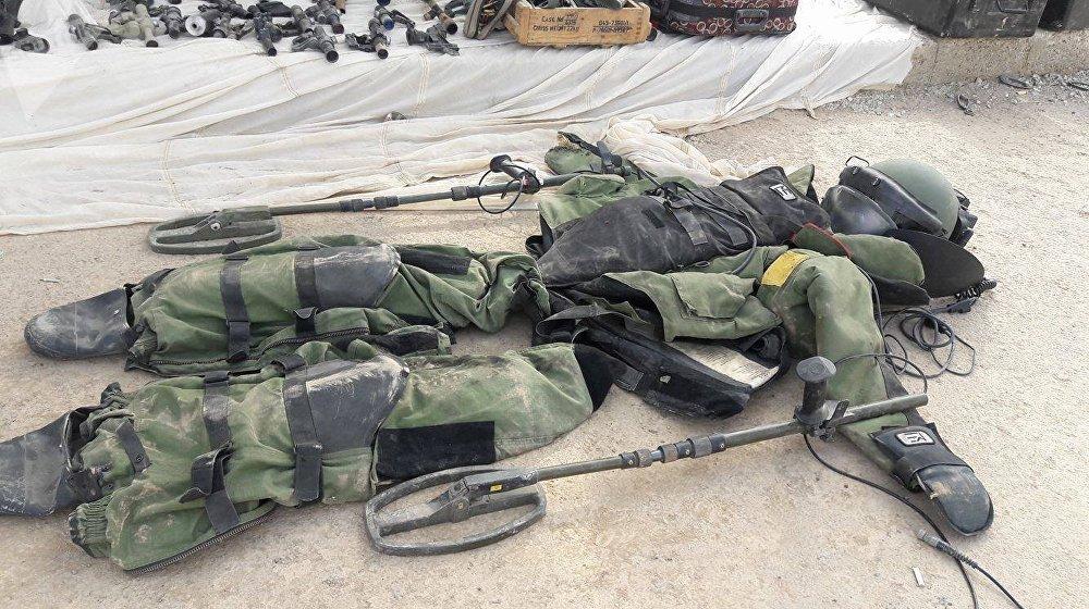 Un traje de protección de zapadores encontrado en los almacenes de armas de los terroristas en Deir Ezzor