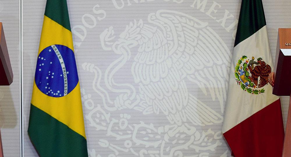 Ministro de Relaciones Exteriores de Brasil, José Serra, y canciller de México, Claudia Ruiz
