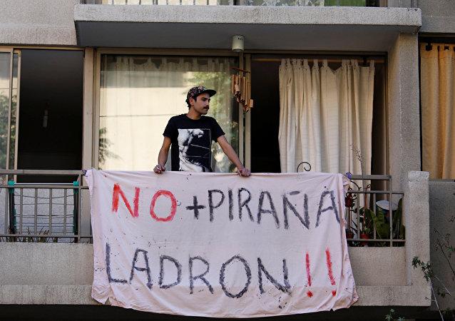 Un demonstrante en Chile