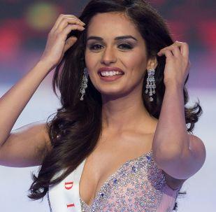 La ganadora de Miss Mundo 2017, Manushi Chhillar, de la India.